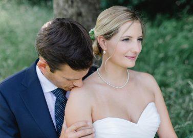 Pia & David: Eine rustikal elegante Hochzeit am Rhein
