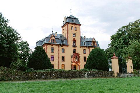 Anastasia & Alexander: Romantische Hochzeit im Schloss Wachendorf