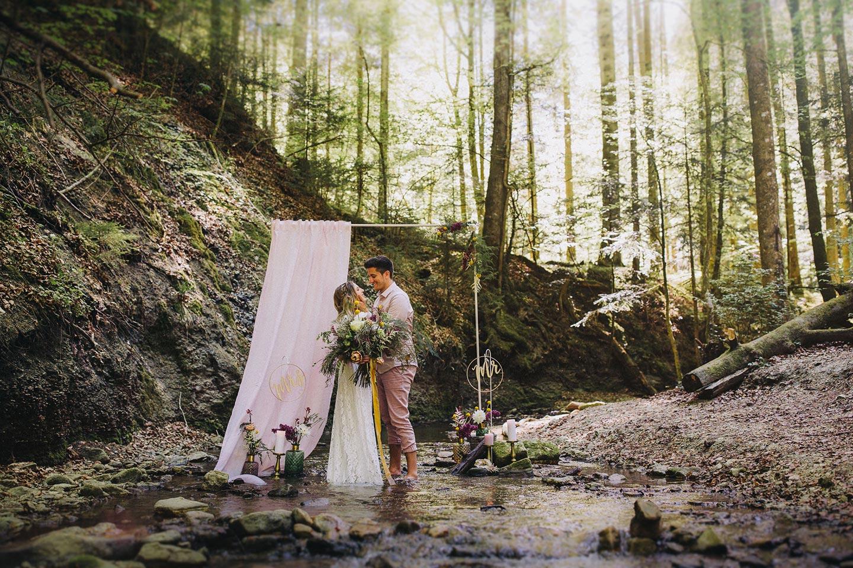 Boho-Hochzeitstraum unterm Wasserfall