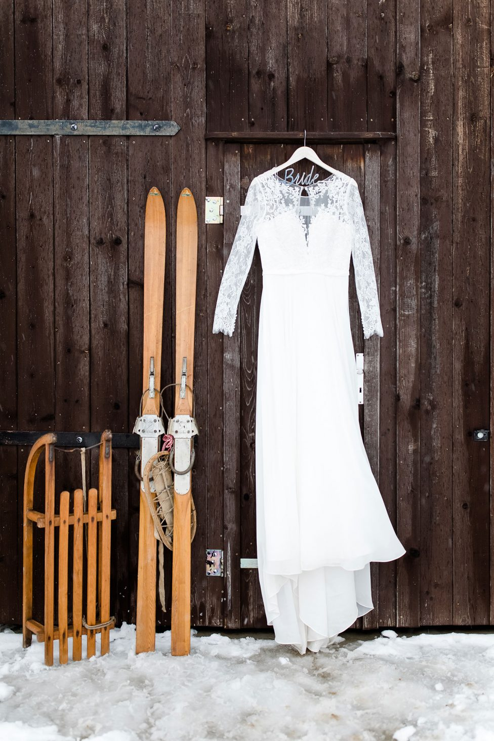 Hochzeitsinspiration: Wintergrün im tiefen Schnee