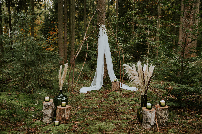 Mystische Elopement-Inspiration in der Natur
