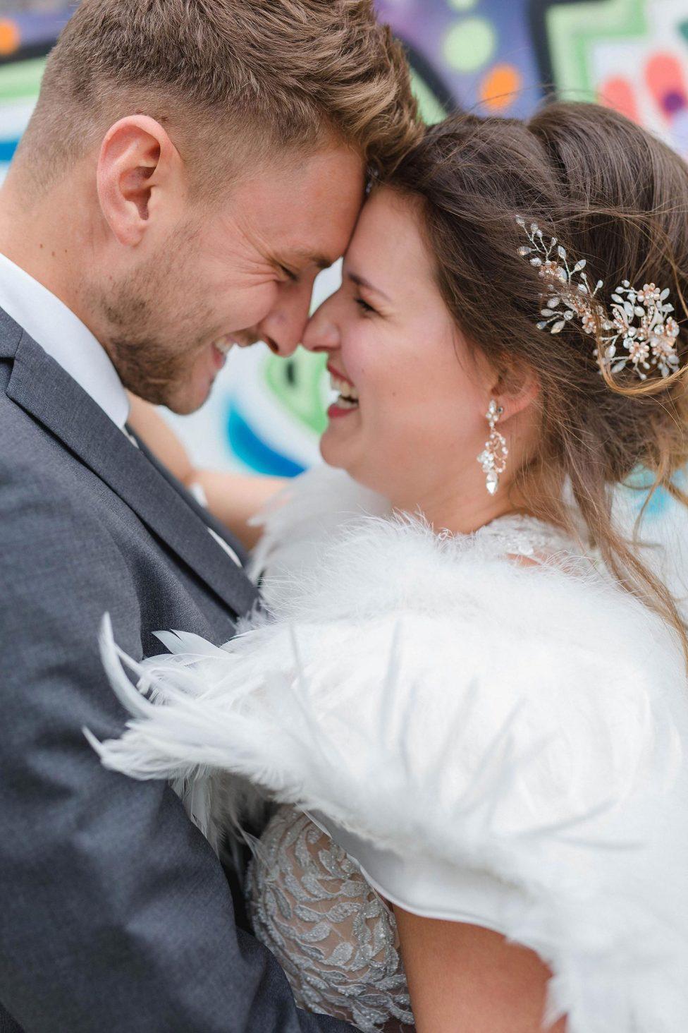 Bunte Vielfalt im minimalistischen Hochzeitslook