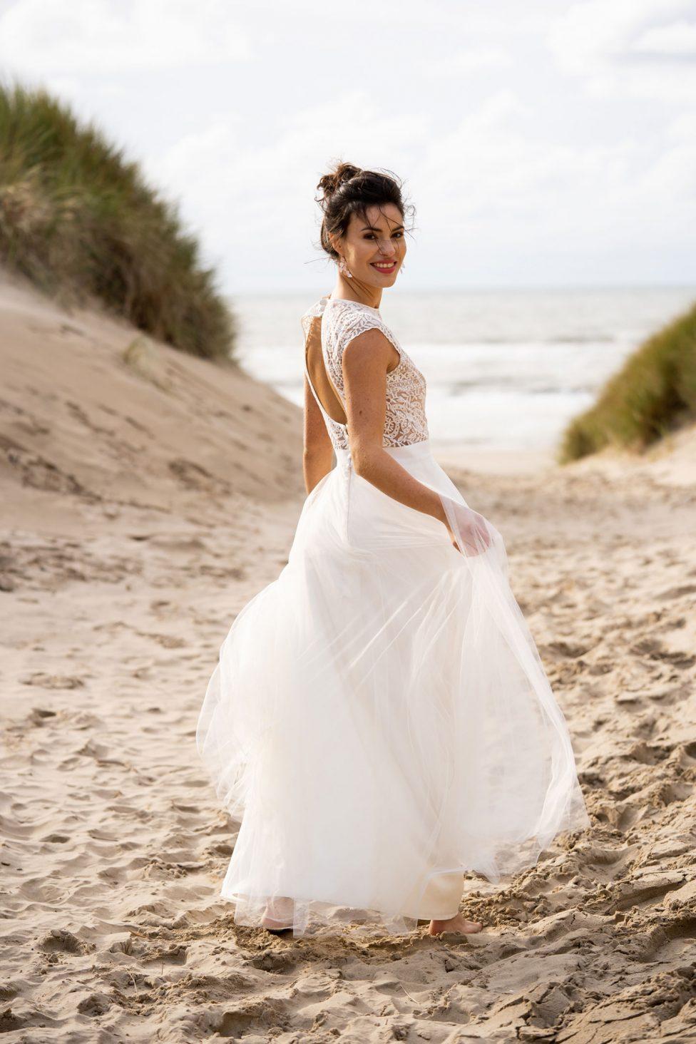 Federzart und Grenzenlos: Brautmode 15 von Claudia Heller