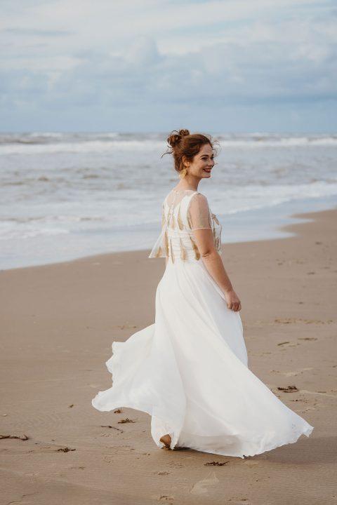 Federzart und Grenzenlos: Brautmode 2020 von Claudia Heller