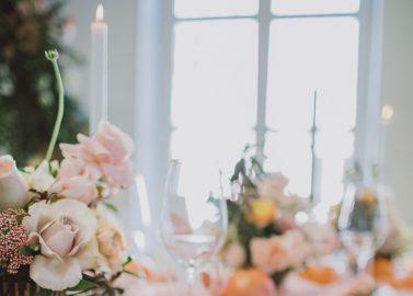 Peachfarbene Hochzeitsinspiration im Allgäu