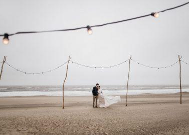 Boho Hochzeitsstyle am Nordseestrand Noordwijk an Zee