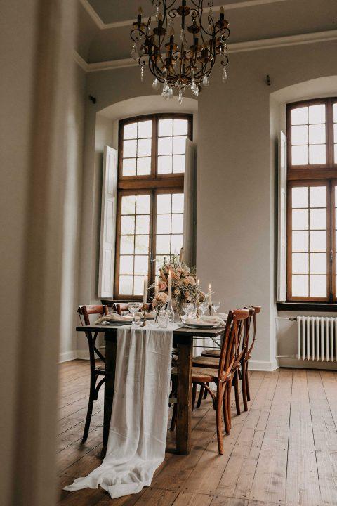 Schloss Arff: Hochzeitsinspiration in Pastell Pale Pink