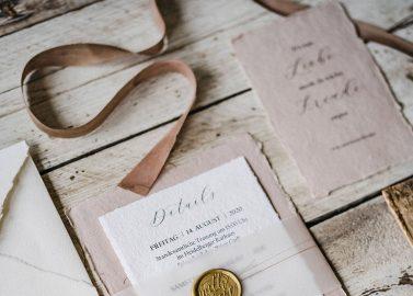 Hochzeitsinspiration in Erdtönen mit viel Birkenflair