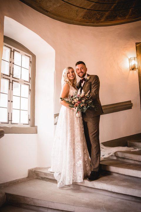Winzerhof Stahl: Boho-Hochzeit mit Bordeaux-Akzenten