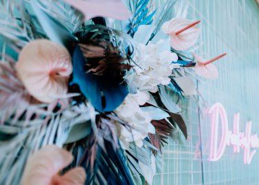 Tropical Wedding im 80er Jahre Stil