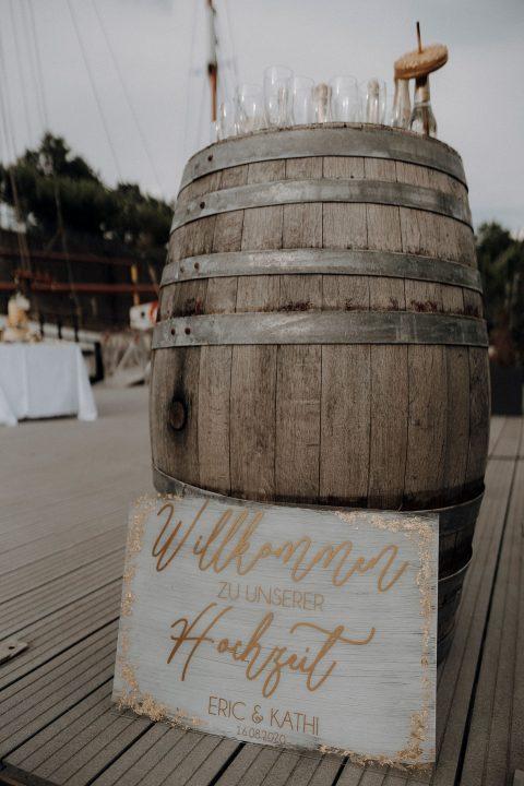 Schwarz-Weiss-Gold - Hochzeitseleganz im Düsseldorfer Yachthafen