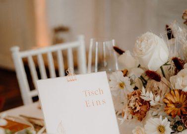 Goldscheune Prisdorf: Hochzeitswelt im modernen Bohemian-Look