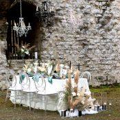 Moderne Hochzeitsinspiration in der Burgruine Leofels