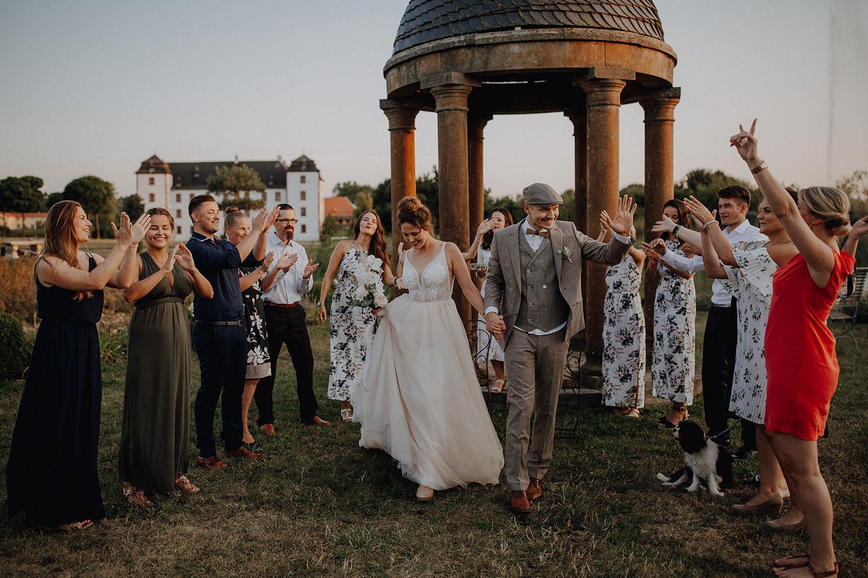 Schloss Walkershofen: Micro-Hochzeit im Freien