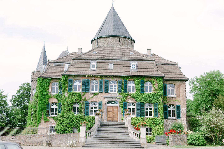 Fröhliche Sommerhochzeit auf Schloss Linnep