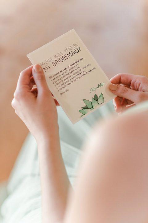 Brautjungfern, die wichtigsten Begleiterinnen der Braut