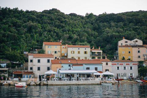 Entspannte Destination-Traumhochzeit in Kroatien von Nordica Photography