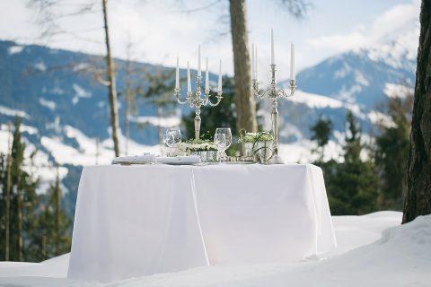 Märchenhafte Hochzeitsinspiration in der Wintersonne von Tirol
