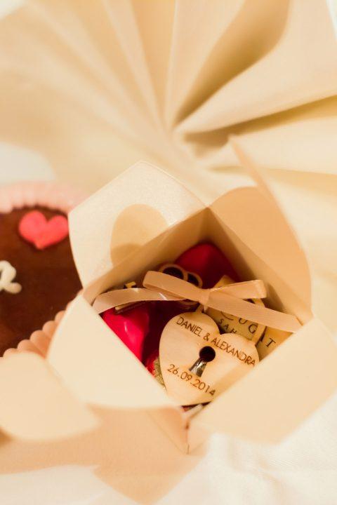Pfirsichfarbenes Hochzeitsvergnügen an der Lahr