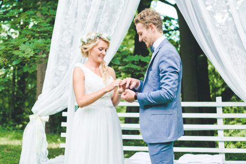 Romantische DIY-Hochzeit in den Wäldern der Eifel,