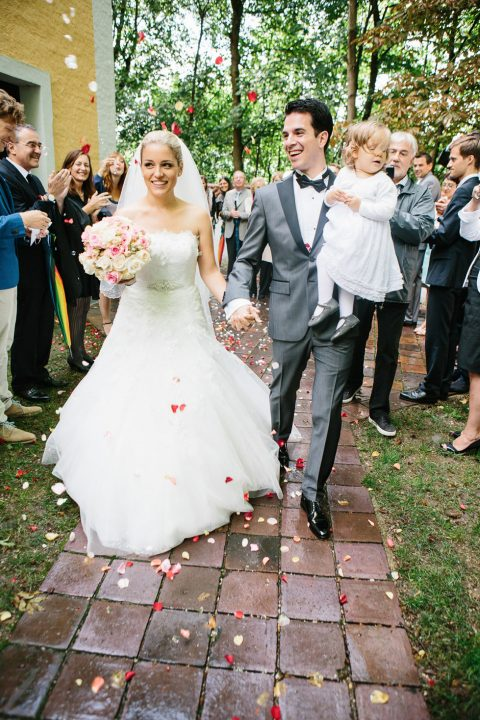 Rosafarbener Hochzeitstraum im Gewächshaus